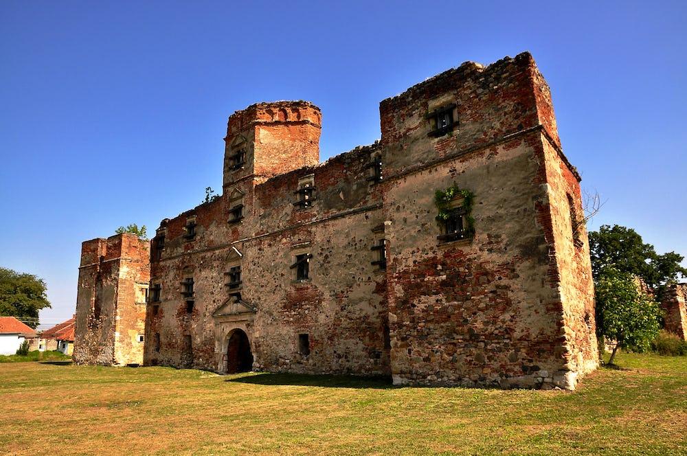 Lonyai Castle