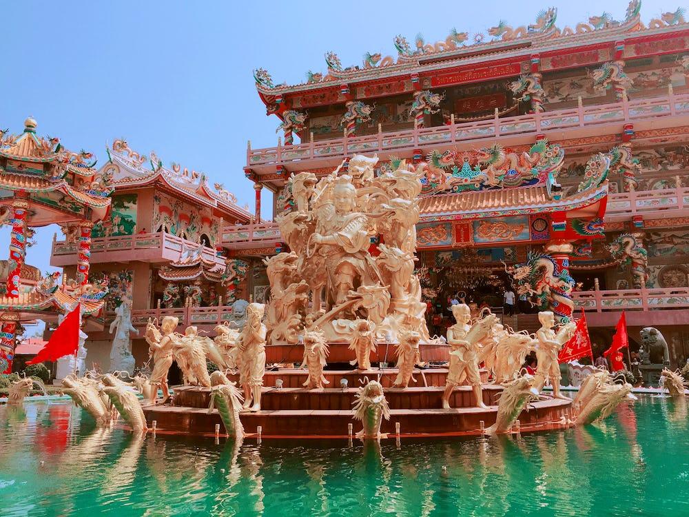 Nacha Sa Thai Chue Shrine