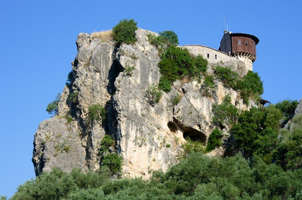 Petrele Castle
